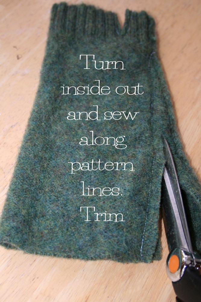 Fingerless mittens from an old felted sweater (5/6)