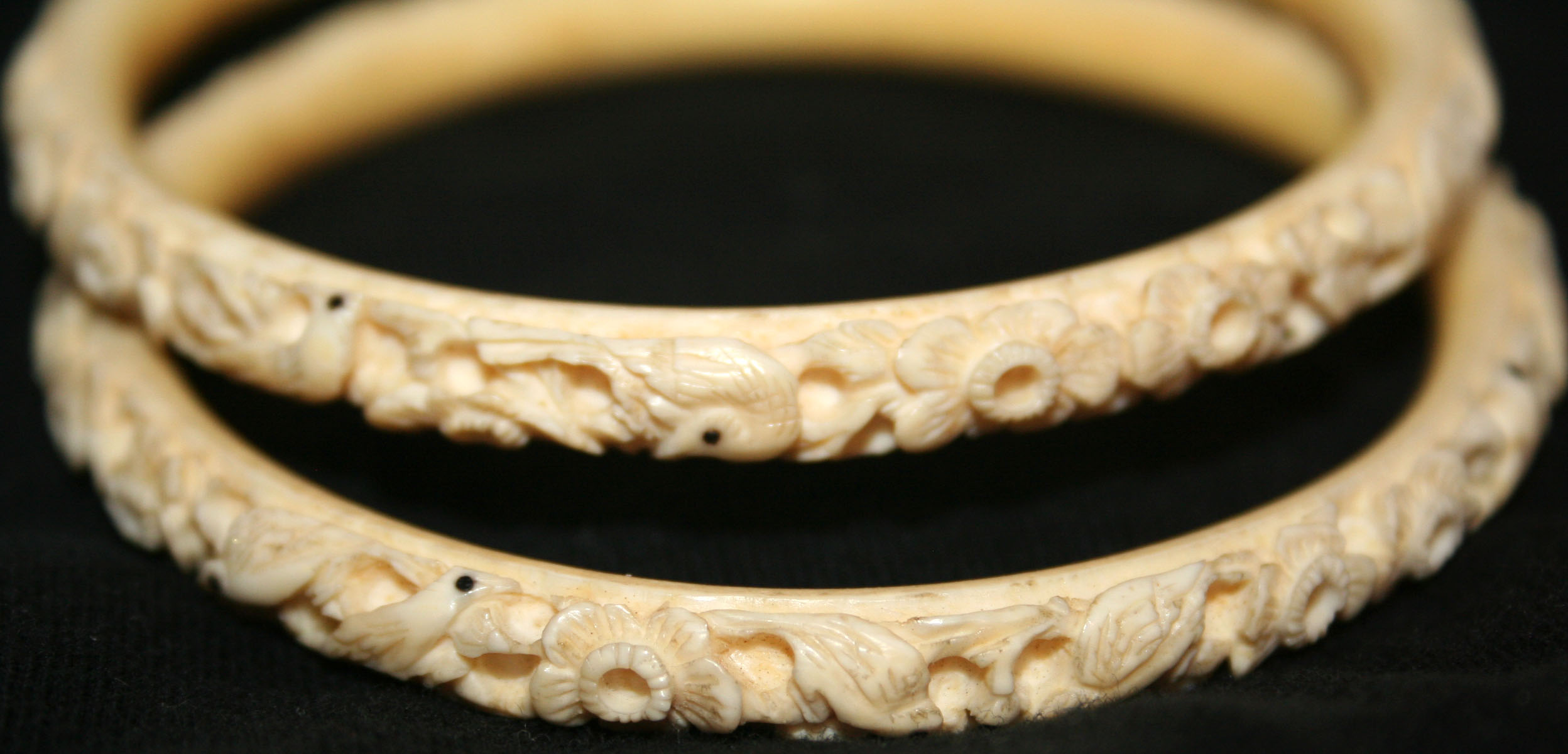 bracelet view thin fullscreen burch enamel new jewelry raised bangles lyst ivory in cuff logo tory