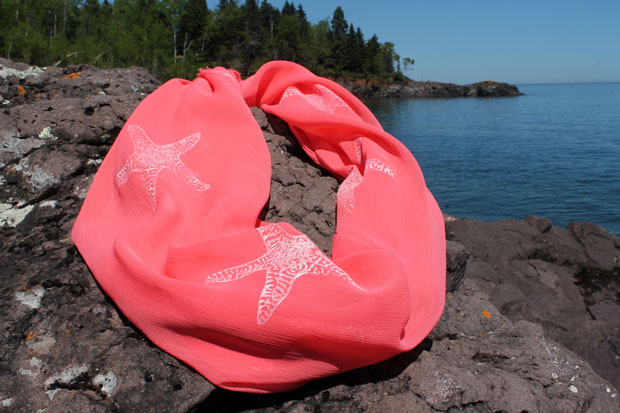 The Renegade Seamstress shows you how to make your own starfish scarf
