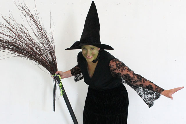 DIY Wicked Witch of the West Coatume