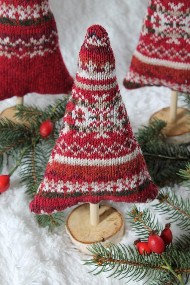 How to make sweater trees from an upcycled sweater