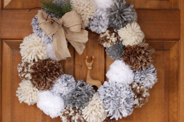 How to make a pom pom wreath