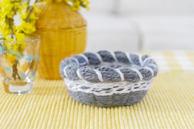 DIY cardstock and yarn basket weaving