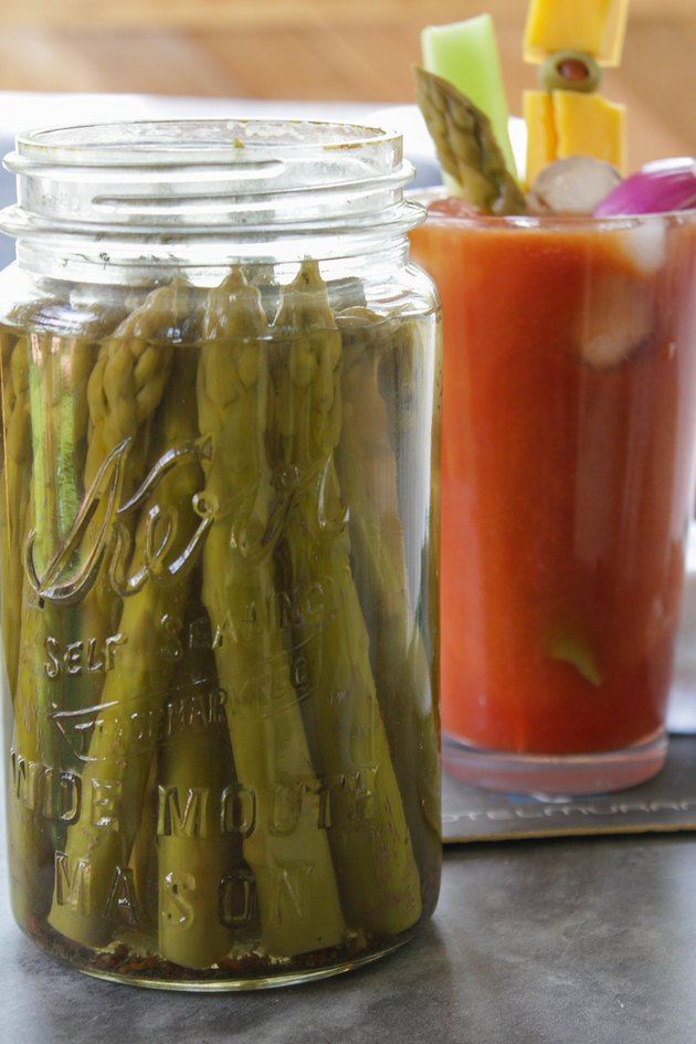 How to Preserve Pickled Asparagus