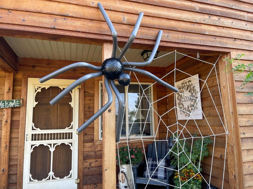 DIY Giant Spider Halloween Decoration